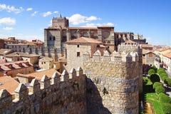 从老堡垒墙壁的大教堂 免版税库存图片