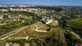 老堡垒鸟瞰图  石城堡在市Kamenets波多尔斯基 美丽的老城堡在乌克兰 免版税库存图片