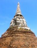 老塔在Wat Mahathat 免版税库存图片