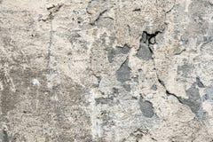 老墙壁的片段有腐朽的和跌下膏药 免版税库存图片