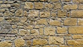 老墙壁的看法有黄色石头的 免版税图库摄影