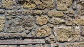 老墙壁的看法有黄色石头的 免版税库存照片