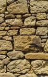 老墙壁的看法有黄色石头的 库存照片