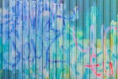 老墙壁的纹理有街道画的 免版税库存图片