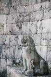 老墙壁首里城堡和Shisa雕象,那霸,冲绳岛,日本 免版税库存照片