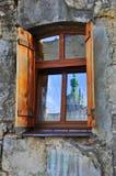老墙壁,美丽的窗口 免版税库存图片