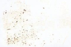 老墙壁 纹理金属门 它在白色被绘了 地方铁锈难看的东西 免版税库存照片