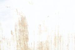 老墙壁 纹理金属门 它在白色被绘了 地方铁锈难看的东西 免版税库存图片
