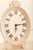 老壁炉台时钟 免版税库存照片
