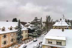 老处所积雪的roors在降雪以后的史特拉斯堡 免版税库存图片