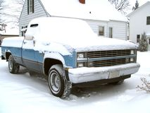 老多雪的卡车 免版税库存照片
