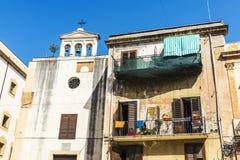 老大厦和一个教会在巴勒莫在西西里岛,意大利 图库摄影