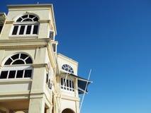 老大厦和蓝天 免版税图库摄影