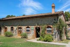 老大厦在古老城堡庭院里在Grazzano Visconti 库存照片