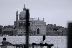 老大厦在威尼斯,意大利,在运河的看法 免版税库存照片