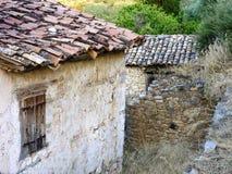 老大厦在希腊村庄 免版税库存图片
