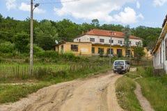 老大厦在村庄特雷比涅,阿尔巴尼亚,欧洲 库存图片