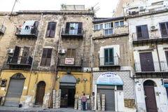 老大厦门面在巴勒莫在西西里岛,意大利 免版税库存图片