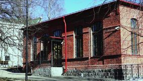 老大厦门廊从红砖的在春天 影视素材