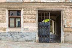 老大厦fasade在卡姆尼克的中心 图库摄影