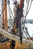老大帆船索具和帆柱 免版税库存照片