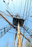 老大帆船索具和帆柱 免版税库存图片