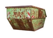 老大绿色大型垃圾桶垃圾-在白色隔绝的生锈的容器 免版税库存图片