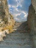 老天空楼梯石头 免版税库存照片