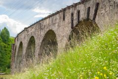 老奥地利石铁路桥高架桥 免版税图库摄影