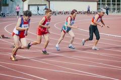 老妇人的奔跑100米 免版税库存图片