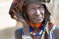 老妇人画象从Arbore部落,埃塞俄比亚的 免版税库存图片