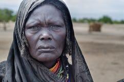 老妇人画象从Arbore部落,埃塞俄比亚的 库存图片