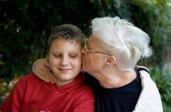 老婆婆和孙子 库存图片