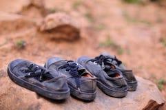 老学生鞋子 免版税库存图片