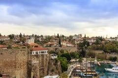 老安塔利亚,小历史的部分在现代蔓延的城市的中心 免版税库存图片