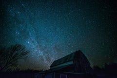 老安大略谷仓和夜星 免版税图库摄影
