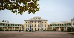 老宫殿在圣彼得堡,俄罗斯 免版税库存照片
