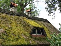 老家庭窗口和屋顶,立陶宛 库存照片