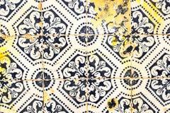 从老家的里斯本门面的传统瓦片azulejos, Po 免版税库存照片