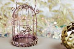 老导线鸟笼 背景看板卡问候页模板通用万维网婚礼 免版税库存照片