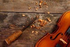 老小提琴在车间 免版税图库摄影