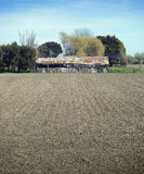 老小牧场耕了棚子 免版税库存照片