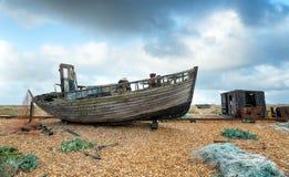 老小船和渔小屋 免版税库存照片