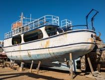 老小船在修理围场 库存图片