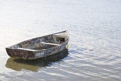 老小船在镇静水域中 免版税库存照片