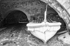 老小船捕鱼 北京,中国黑白照片 免版税库存照片