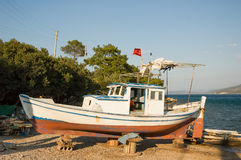 老小船捕鱼 库存图片