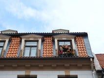 老屋顶和视窗 库存图片