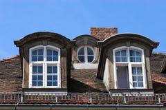 老屋顶窗 免版税库存照片