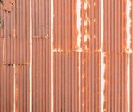 老屋顶老生锈的被镀锌的钢  免版税图库摄影